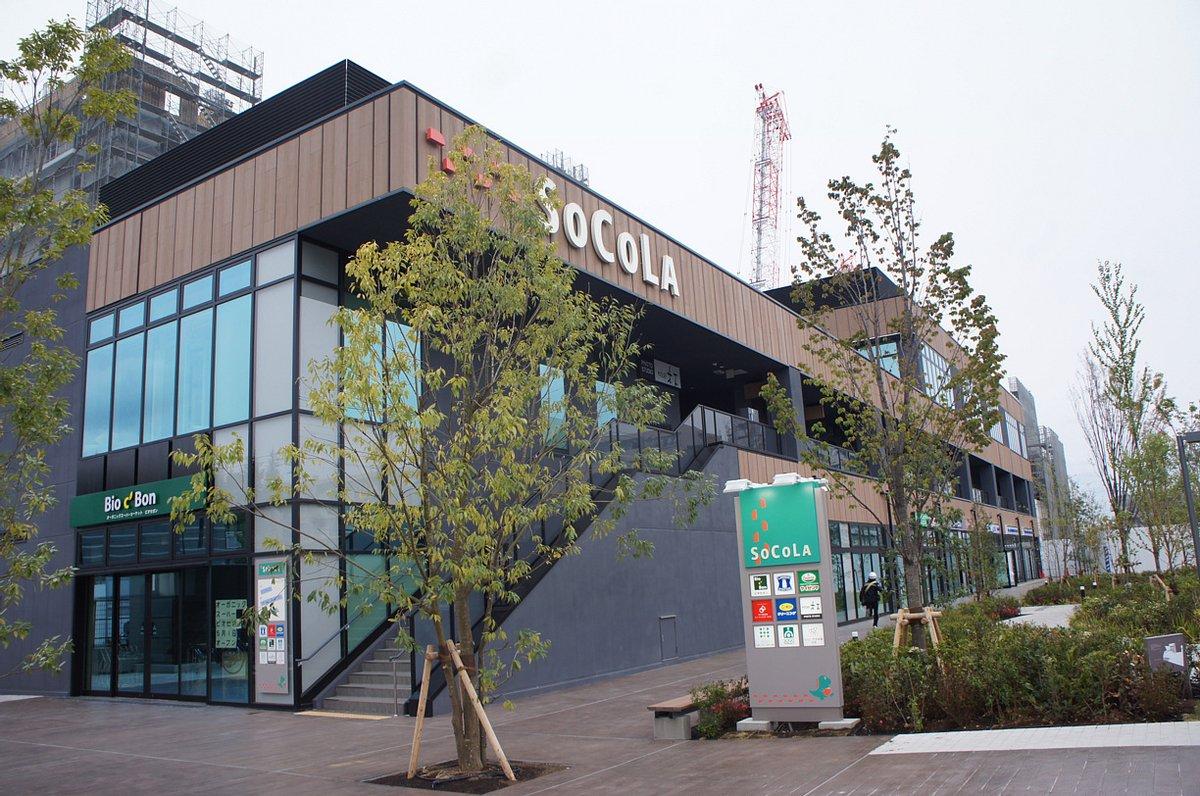 日吉駅下車、慶應義塾大学方面の出口を右にまがり、まっすぐ10分程度あるくち、ソコラ日吉が見えます。